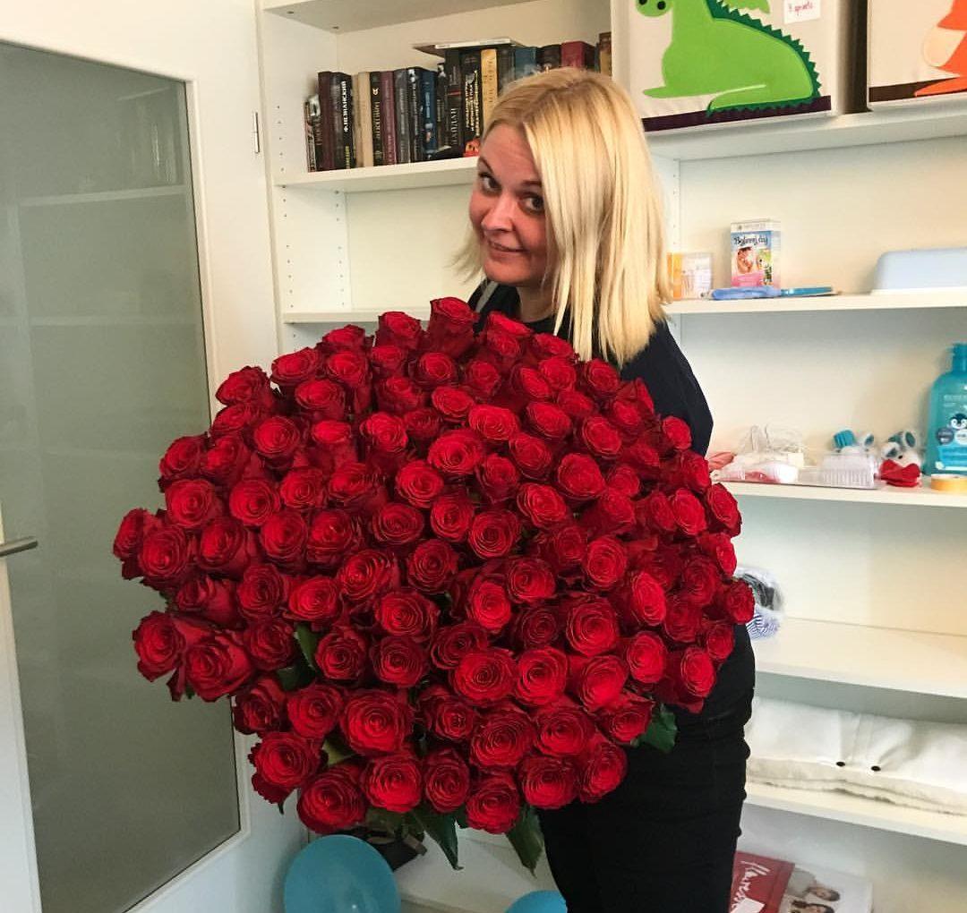 101 роза - 5 990 крон